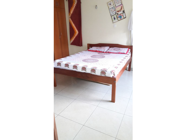Wooden bed 5ftX6ft with Mattress